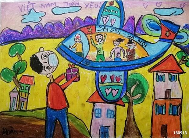 """70.000 peintures d'enfants """"Croire au Vietnam"""" contribuent au Fonds de vaccins anti-COVID-19 hinh anh 3"""
