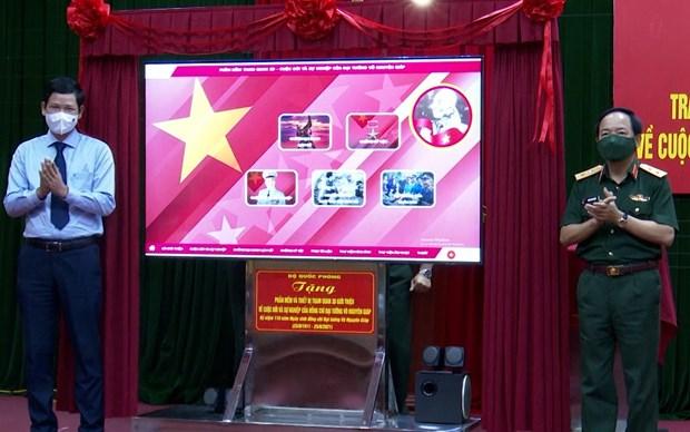 Remise a la province de Quang Binh d'un logiciel sur la vie et la carriere du general Giap hinh anh 1