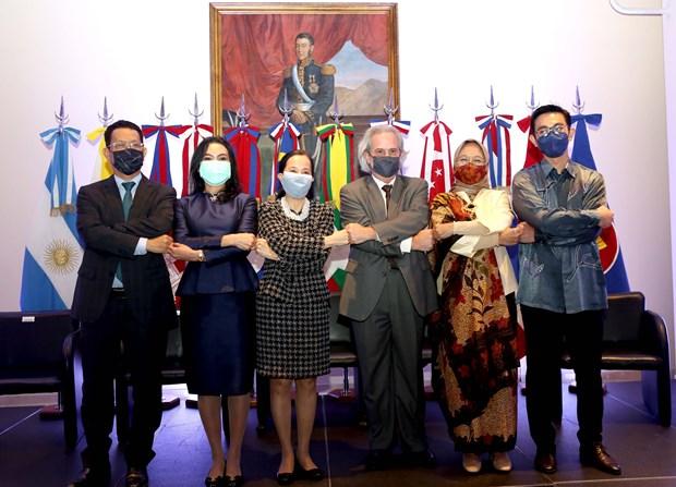 Celebrando 54 años de ASEAN en Hinh Anh Argentina 1
