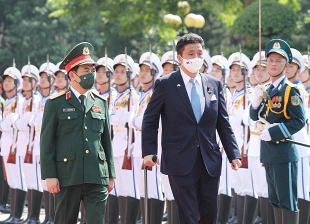 Le ministre japonais de la Defense en visite officielle au Vietnam hinh anh 1