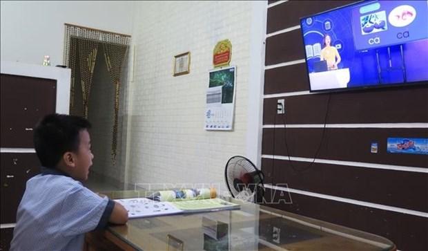 Annee scolaire 2021-2022: 24 localites passent a la formation en ligne et via la television hinh anh 2