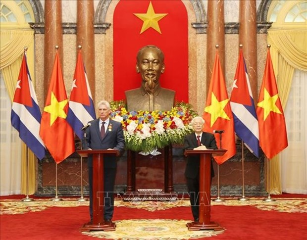 Le president du Conseil d'Etat de Cuba termine sa visite d'amitie officielle au Vietnam hinh anh 1