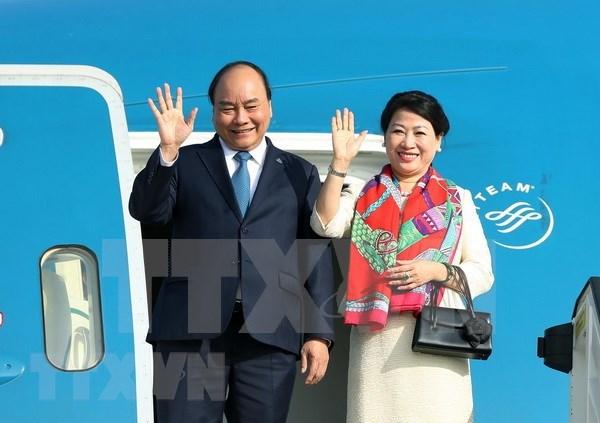 Le Premier ministre part pour le 33e Sommet de l'ASEAN a Singapour hinh anh 1