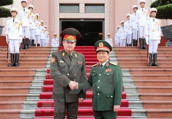 Le ministre bielorusse de la Defense en visite officielle au Vietnam hinh anh 1