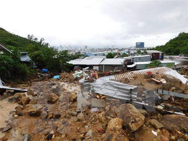 La Croix-Rouge du Vietnam vient en aide aux sinistres des crues a Khanh Hoa hinh anh 1