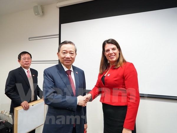 Le ministre de la Securite publique To Lam en visite de travail au Royaume-Uni hinh anh 1