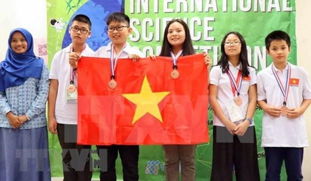 Des eleves de Hanoi remportent de l'or a un concours scientifique en Malaisie hinh anh 1