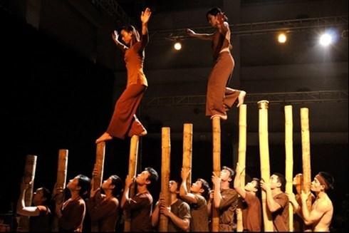 Des villages vietnamiens reconstitues a travers un spectacle d'art de cirque hinh anh 1