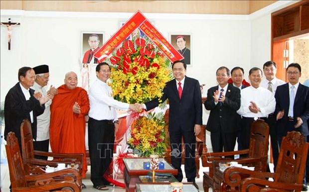 Noel : Feliciations aux catholiques de Binh Duong et de Ho Chi Minh-Ville hinh anh 1