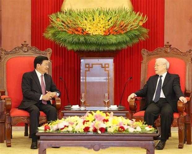 Le secretaire general du Parti et president vietnamien Nguyen Phu Trong recoit le PM laotien hinh anh 1