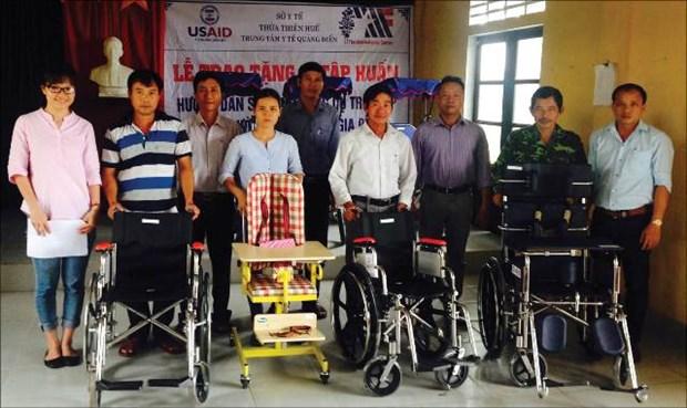 Aide de l'USAID pour des handicapes a Thua Thien-Hue hinh anh 1