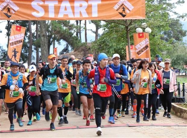 Cloture du Marathon sur sentier du Vietnam 2019 a Moc Chau hinh anh 1