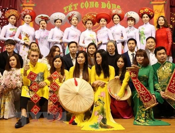 Les Vietnamiens a Hong Kong, a Macau et en R. de Coree fetent le Tet traditionnel 2019 hinh anh 2