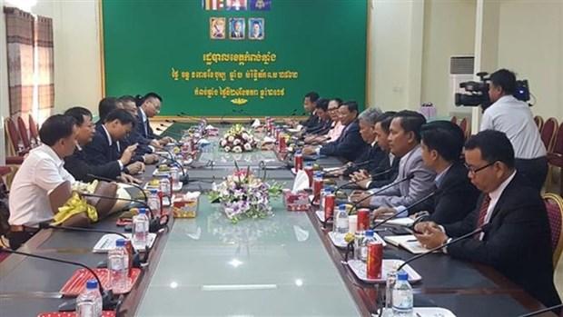 Cambodge : cadeaux de Tet a des personnes d'origine vietnamienne dans la region du lac Tonle Sap hinh anh 1