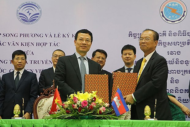 Vietnam et Cambodge signent trois accords dans les postes, telecommunications et TIC hinh anh 1
