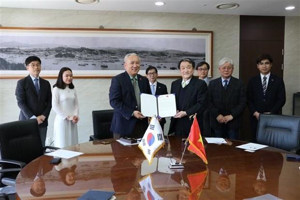 Signature d'un accord sur l'octroi de bourses sud-coreennes aux etudiants vietnamiens hinh anh 1