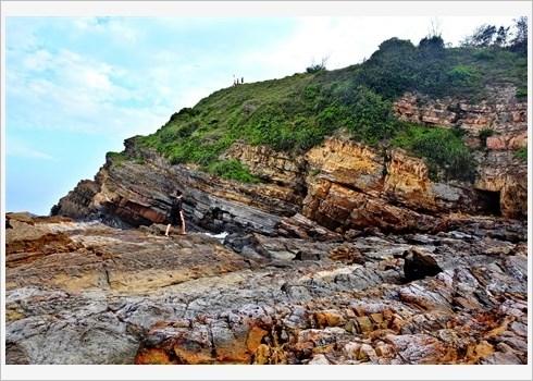 La cote rocheuse de Mong Rong, un lieu majestueux sur l'ile de Co To hinh anh 1