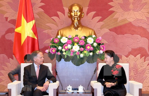 La presidente de l'AN Nguyen Thi Kim Ngan recoit le ministre italien des AE hinh anh 1