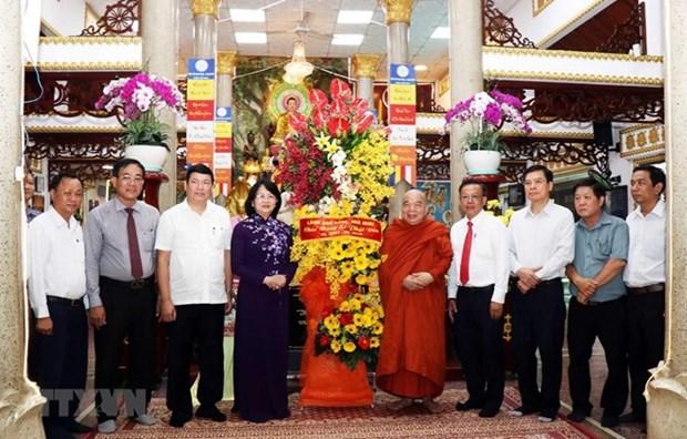 La vice-presidente Dang Thi Ngoc Thinh felicite des bouddhistes a Ho Chi Minh-Ville hinh anh 1