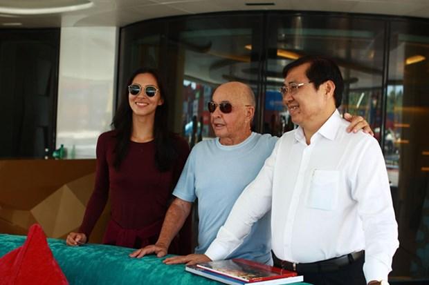 Le proprietaire du club de football Tottenham Hotspur visite Da Nang, Hoi An et la baie d'Ha Long hinh anh 1