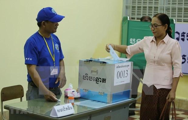 Cambodge: Plus de 99% des electeurs ont participe a l'election des conseils locaux hinh anh 1
