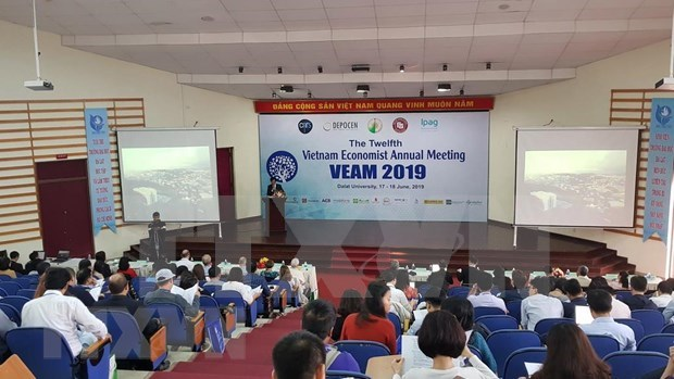 La 12e rencontre annuelle des economistes du Vietnam a Da Lat hinh anh 1