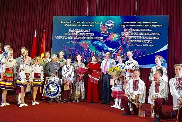 Echange d'amitie a Hanoi en l'honneur de la Fete nationale de la Bielorussie hinh anh 1