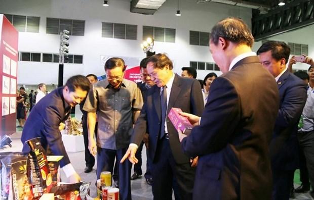 La Foire commerciale Vietnam-Laos contribue a la promotion des relations economiques bilaterales hinh anh 1