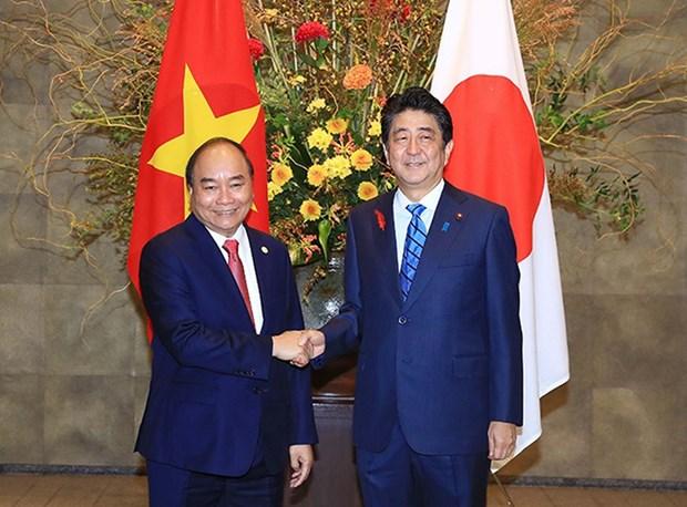 Entretien entre les Premiers ministres Nguyen Xuan Phuc et Shinzo Abe hinh anh 1