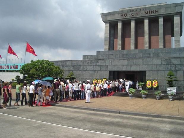 Fete nationale : De nombreux touristes affluent vers Hanoi et Ho Chi Minh-Ville hinh anh 1