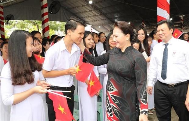 Des dirigeants felicitent les enseignants et eleves a l'occasion de la rentree scolaire hinh anh 2