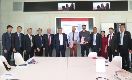 Une delegation de Ho Chi Minh-Ville en visite de travail dans la Metropole de Lyon hinh anh 1