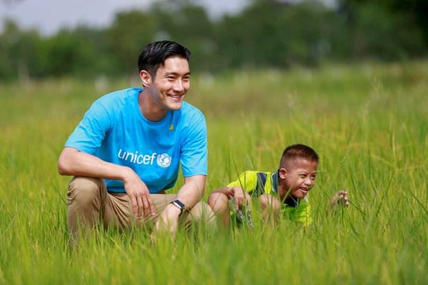 Un star de la K-pop participe a la lutte contre la violence faite aux enfants au Vietnam hinh anh 1