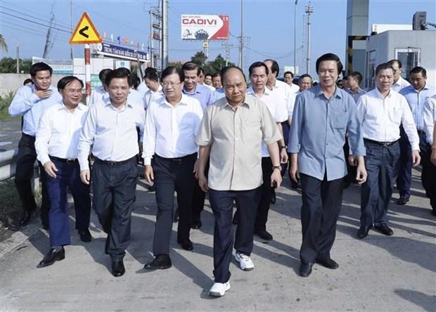 Le PM en visite sur le chantier de l'autoroute Trung Luong-My Thuan hinh anh 1