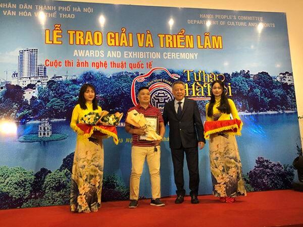 Remise des prix du concours photographique « Fierte de Hanoi » hinh anh 1