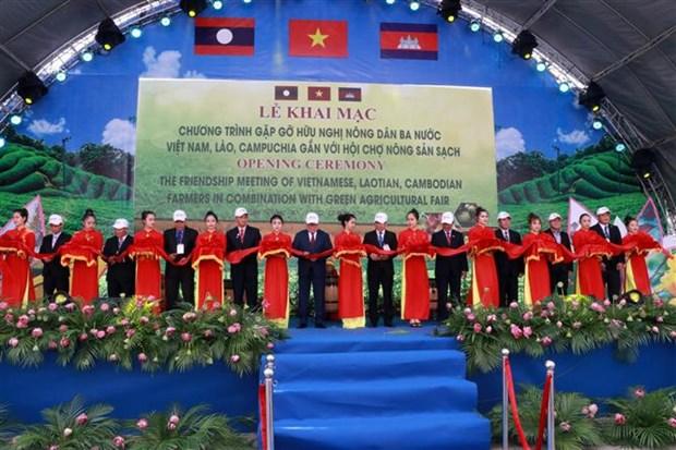 La premiere rencontre d'amitie des agriculteurs Vietnam-Laos-Cambodge hinh anh 1