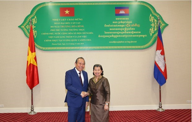 Le vice-Premier ministre Truong Hoa Binh en visite au Cambodge hinh anh 1