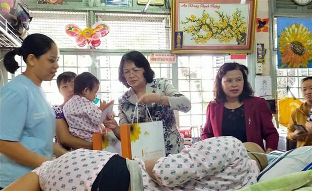 La vice-presidente au chevet des patients a Ho Chi Minh-Ville hinh anh 1