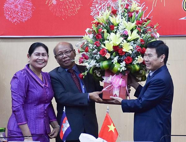 Des delegations cambodgiennes formulent des vœux du Tet a Kien Giang hinh anh 1