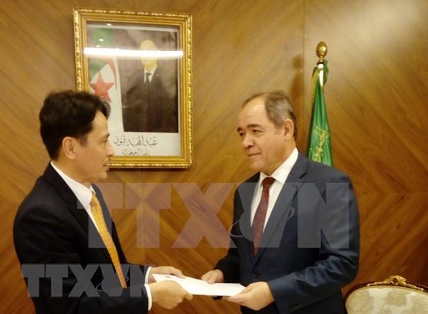 L'ambassadeur du Vietnam en Algerie presente ses lettres de creance hinh anh 1