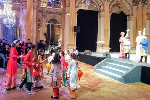 Des Vietnamiens en France celebrent le Nouvel An lunaire hinh anh 1