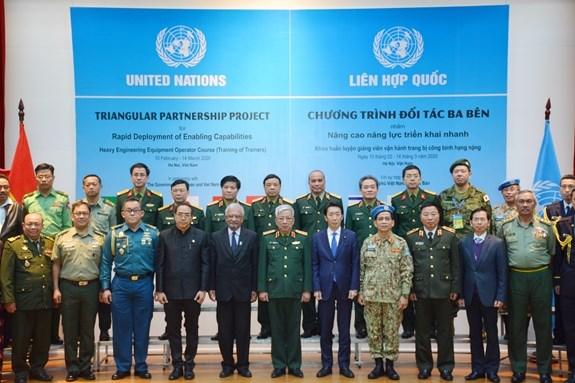 Maintien de la paix : formation de formateurs en matiere d'operation d'equipements poids lourds hinh anh 1