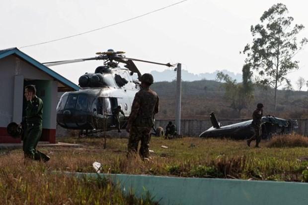Un helicoptere militaire transportant des diplomates etrangers s'ecrase au Myanmar hinh anh 1