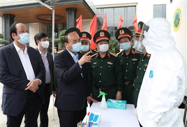 Le PM salue les efforts des forces militaires dans la lutte contre le COVID-19 hinh anh 1