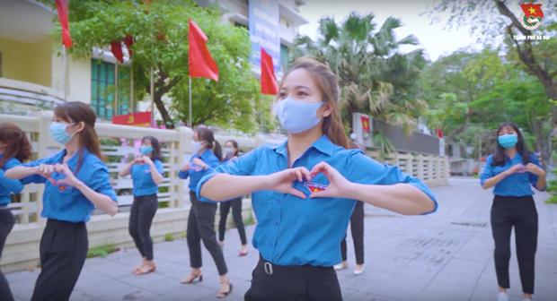 COVID-19 : Les jeunes hanoiens et le «Defi de 15 jours de partage » hinh anh 1