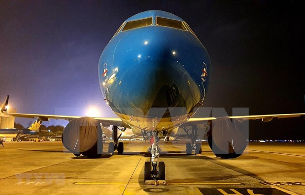 COVID-19 : Vietnam Airlines ramene 12 Vietnamiens bloques au Japon hinh anh 1