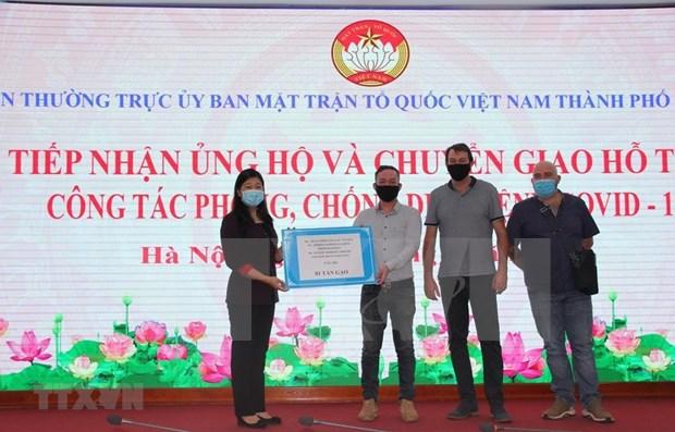 Hanoi recoit des dons pour lutter contre le COVID-19 hinh anh 1