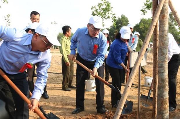 Plantation d'arbres en l'honneur de l'anniversaire du President Ho Chi Minh hinh anh 1