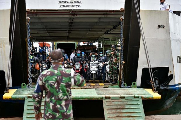 L'Indonesie va deployer des forces militaires pour imposer la «nouvelle normalite» hinh anh 1