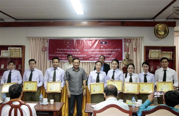 Cloture d'une classe de vietnamien en faveur des cadres et soldats laotiens hinh anh 1
